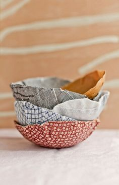 Paper Mache Bowls, Paper Mache Crafts, Plate Crafts, Paper Plates, Fabric Paper, Fabric Scraps, Blowing Up Balloons, Making Paper Mache, Fabric Bowls