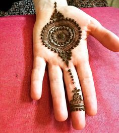 Henna Mehndi Designs which you can easily pull off to college. You will find some Easy, Elegant, Simple, and Beautiful Mehndi Designs of Palm Henna Designs, Palm Mehndi Design, Mehndi Designs For Kids, Mehndi Designs Book, Finger Henna Designs, Mehndi Designs For Beginners, Mehndi Designs 2018, Modern Mehndi Designs, Mehndi Designs For Fingers