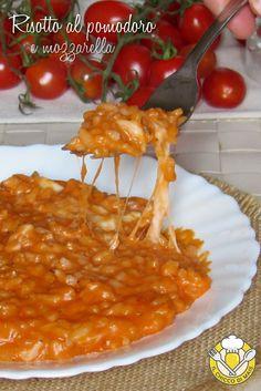 Risotto al pomodoro e mozzarella Popular Italian Food, Best Italian Recipes, Tomate Mozzarella, Cooking Recipes, Healthy Recipes, Warm Food, Italian Dishes, Italian Foods, Macaroni And Cheese