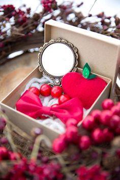 Snow White Birthday Party Ideas: Favor Box