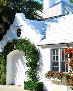 I ❤️ CAPE DUTCH but this scalloped folly from Bermuda  is everything. #fresh #friday #goodmorning #5000followers  #stuartmemberyhome