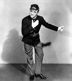 James Cagney - Yankee Doodle Dandy This is a film I used to watch over and over as a little girl. The patriotism gets me, and Cagney is nothing short of wonderful in every way. Hollywood Actor, Golden Age Of Hollywood, Vintage Hollywood, Hollywood Stars, Classic Hollywood, Hollywood Images, Hollywood Glamour, James Cagney, Old Movies