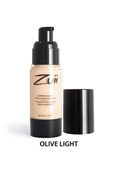 Zuii Organic - Podkład mineralny w płynie - Olive Light [Jasna Oliwka]. Podkład nawilżający w płynie nadaje skórze gładkie, jedwabiste, naturalne wykończenie. Zawiera składniki pochodzenia organicznego, w tym olej ze słodkich migdałów, który jest bogaty w witaminy młodości (A i E), ma właściwości nawilżające. Zawarty w podkładzie olej z nagietka działa przeciwzapalnie, przyspiesza regenerację skóry, nawilża.