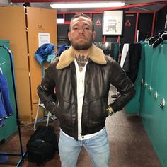 A good shearling jacket will keep you warm and elevate your entire outfit. Here's how to buy (and wear) the right shearling jacket for you. Shearling Jacket, Leather Jacket, Conor Mcgregor Style, Stylish Men, Men Casual, Smart Casual, Notorious Conor Mcgregor, Dapper Suits, Sheepskin Jacket