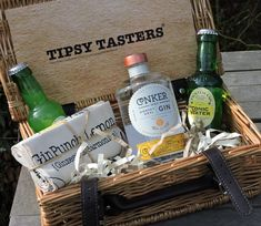 A fantastic Tipsy Tasters hamper full of gin loveliness. Dorset dry gin, two mixers, a GinPunch cotton tea towel and a GinPunch gin guide.