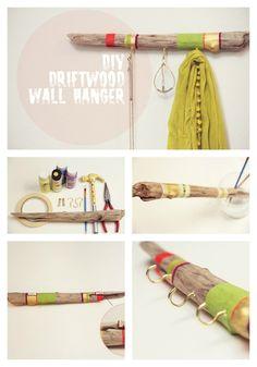 Rama de madera con bloques de color | 25 Maneras inteligentes de organizar tus joyas haciéndolo tu misma