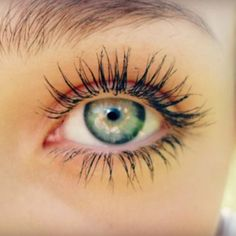 Secret to Longer Stronger Eyelashes