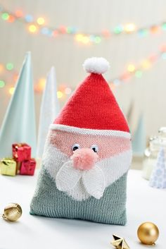 Santa Cushion - Free Knitting Pattern - PDF Format here: http://www.letsknit.co.uk/images/content/pattern-download/Santa_cushion_by_Amanda_Berry.pdf