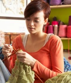 Here are 5 free sites that are of interest to anyone who wants to learn how to knit, or who wants to improve her (or his?) knitting skills.