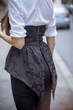 Style ideas: How to use a CORSET as a day outfit? Fashion Mode, Hijab Fashion, Diy Fashion, Ideias Fashion, Fashion Dresses, Vintage Fashion, Womens Fashion, Fashion Design, Fashion Tips