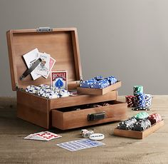 Deluxe Poker Set. Awesome gift!