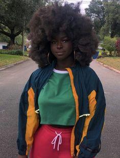 Beautiful Dark Skinned Women, Beautiful Black Girl, Pretty Black Girls, Pretty People, Beautiful People, Curly Hair Styles, Natural Hair Styles, Vintage Outfits, Dark Skin Beauty