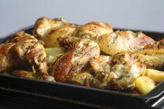 """750g vous propose la recette """"Cuisses de poulet et pomme de terre au four"""" notée 4.1/5 par 246 votants."""