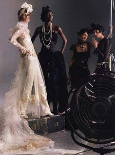 Photography by Annie Leibovitz for Vogue US John Lennon, Look Fashion, Fashion Models, Fashion Shoot, Connecticut, Annie Leibovitz Photography, Vogue Us, Anna, Glamour