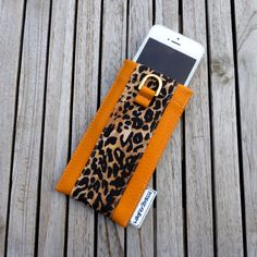 And yesss, there is a matching iPhonecase to my last posted sunglasses case 😀in mango leo. At http://www.wagnerstrasse.de 😻#iphone7 #iphonecase #iphonehülle #leopard #leo