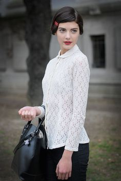 Red lips - chic outfit