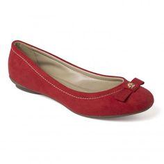 Carmen Steffens. Beauty in red.