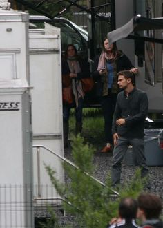 ➤ #NEW || The first pic of #TheoJames on the #ZOE Set, in Montreal, Canada, in a better quality!  Enjoy