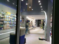 Interior farmacia desde la entrada Victoria, Renovation, Pharmacy, Entryway, Interiors