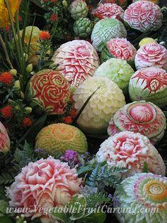 Sculpture sur fruits - Thai-melon-carvings-on-display
