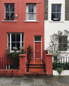Always great fun exploring Notting Hill with @roselladegori we even found some houses we never seen before . See my snapchat for more Notting Hill corners . #thisislondon #housesofldn #neighbourhoodnumbers