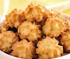 Песочное тесто традиционно делают на сливочном масле. Но иногда его любителю печенек нельзя или просто слишком жирно - в каждом пироге съедать от 100 до 200 г…