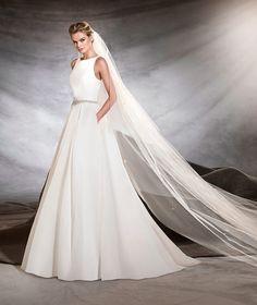 024947f0a9d Brautkleid Oval von Pronovias Hochzeitskleid Pronovias