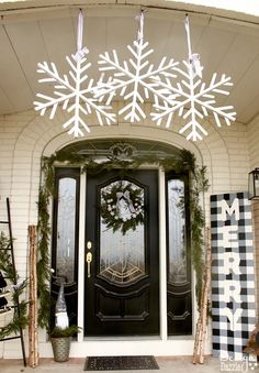 My black and white Christmas porch is a different twist on your typical Christmas porch decor and I think you'll love how it turned out! | holiday porch decor | outdoor decor for Christmas | Christmas porch decor | black and white holiday decor | black and white Christmas decor || Design Dazzle  #christmasporch #holidayporch #outdoorchristmasdecoration
