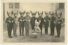 昔のハロウィン仮装がホラー過ぎて半ベソでお菓子を献上するレベル | BUZZAP!(バザップ!)
