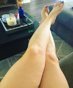 When everyone was still asleep in NC  #FootTease #Legs #ThickThighNation #LegFetish #Feet #FootFetishNation #LegsForDays #BlueToes