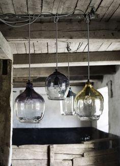 Nordal mondgeblazen glazen hanglamp smoke grey in groot formaat met strijkijzer draad