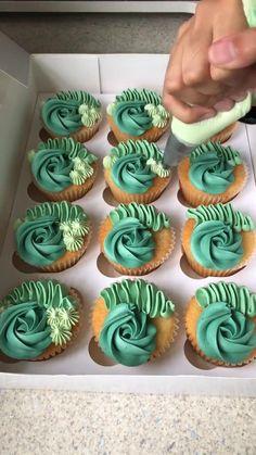 Chocolate Cupcakes Decoration, Cupcake Decorations, Dessert Decoration, Elegant Cupcakes, Floral Cupcakes, Fancy Cupcakes, Cupcake Decorating Tips, Cake Decorating Frosting, Cake Decorating Techniques