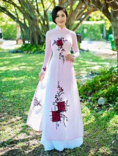 Kurti with palzzo Long Dress Fashion, Look Fashion, Fashion Dresses, Kurti Designs Party Wear, Lehenga Designs, Indian Gowns Dresses, Pakistani Dresses, Indian Designer Outfits, Designer Dresses