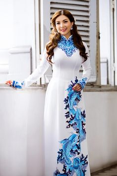 Pham Thanh Thao is teen with a white long dress picture 5 Sexy Outfits, Dress Outfits, Fashion Outfits, Vietnamese Clothing, Vietnamese Dress, Vietnamese Traditional Dress, Traditional Dresses, Ao Dai, Pakistani Dresses