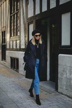Emma Hill wears black beret, navy coat, black sweater, cat eye sunglasses, mom jeans, black ankle boots, black Gucci Swing bag, chic Winter outfit ideas