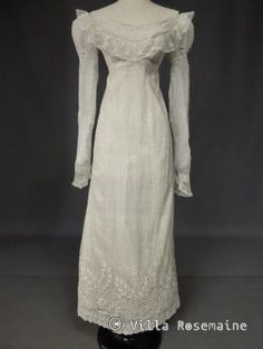 Mameluck Dress in Muslin and Embroidered Veil - First Empire Circa 1810 Satin Dresses, Day Dresses, Silk Dress, Short Dresses, Summer Dresses, Regency Dress, Regency Era, Historical Clothing, Historical Costume