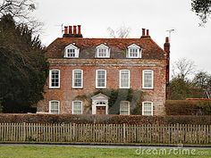 English Manor House by Chris Lofty, via Dreamstime