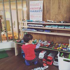 子供部屋/子供部屋男の子/収納/プラレール収納/トミカ収納/kids room…などのインテリア実例 - 2016-01-11 15:10:47   RoomClip(ルームクリップ) Kids Indoor Play Area, Bedroom Toys, Toy Display, Car Storage, Tidy Up, Playroom, Baby Kids, Kids Room, Room Interior