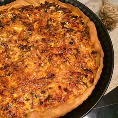 Hartige taart - quiche - met gehakt, ui, spekjes en meer Dutch Recipes, Egg Recipes, Cooking Recipes, Savory Pastry, Savoury Baking, Oven Dishes, Quiche Lorraine, Weird Food, Crazy Food