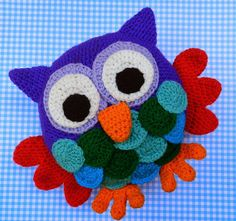 daxa rabalea: Almohadón búho Crochet Owls, Crochet Patterns, Owl Crafts, Diy And Crafts, Owl Home Decor, Owl Embroidery, Owl Cushion, Owl Keychain, Owl Kids