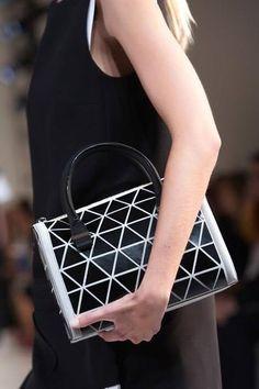 Victoria Beckham at New York Fashion Week Spring 2014 - Details Runway Photos Plaid Fashion, Fashion Bags, Fashion Accessories, Women's Fashion, Fashion Trends, Christian Dior, Cool Girl Style, Bags Online Shopping, Vogue