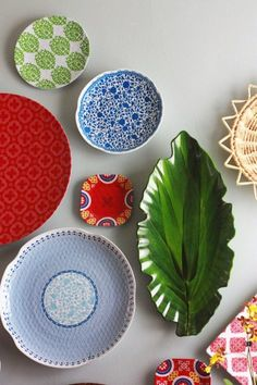 Dinnerware Gone Rogue: How to Hang a Plate Wall - Aunt Peaches Plate Wall Decor, Plates On Wall, Hanging Plates, Hanging Art, Aunt Peaches, Dining Room Walls, Living Room, Dream Home Design, House Design
