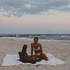 couple black love beach romance dates idea Black Love Couples, Cute Couples Goals, Couple Goals, Black Girl Aesthetic, Couple Aesthetic, Summer Aesthetic, Couple Noir, Black Relationship Goals, The Love Club