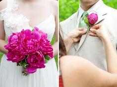 Solitamente per la composizione della Bottoniera si usa il fiore principale presente nel Bouquet della Sposa.