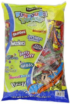 Assorted Candy Mix Funhouse Treats Funhouse treats assorted Halloween bag has a great assortment of delicious candy goodies. Candy Recipes, Gourmet Recipes, Snack Recipes, Snacks, Halloween Bags, Halloween Goodies, Halloween Carnival, Charms Candy, Bad Room Ideas