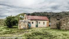In the spirit of a true unplugged adventure, Karoo Space ferreted out half a dozen offgrid Karoo farmstays where you can rediscover yourself and find peace. Farm Photography, Landscape Photography, Places To Travel, Places To Visit, Barn Pictures, Off The Grid, Africa Travel, Country Farmhouse, Abandoned Places