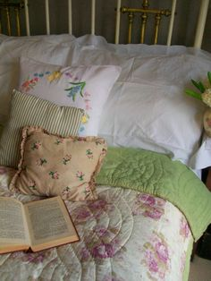 Vintage eiderdown www.lavenderhousevintage.co.uk…