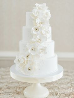 Design by @rreweddings | Cake by Maxie B's Bakery | Photography by Marcie Meredith