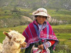 Antiguo mujer inca del Perú y su alpaca Foto de archivo - 14223492 Inca, Green Life, Old Women, Insta Pic, Adventure Travel, Cowboy Hats, Image, Albert Einstein, Teamwork