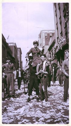 VE Day on Sparks St. in Ottawa - 70 years ago Ottawa City, Canadian Forest, Capital Of Canada, Canadian History, Largest Countries, World War Two, Quebec, Fashion History, Ontario